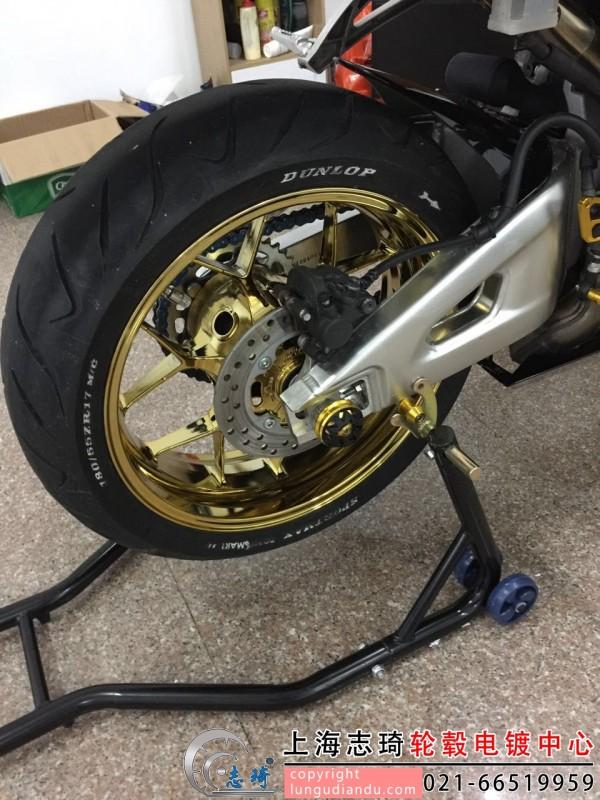 摩托车轮毂改电镀土豪金装车展_志琦轮毂电镀