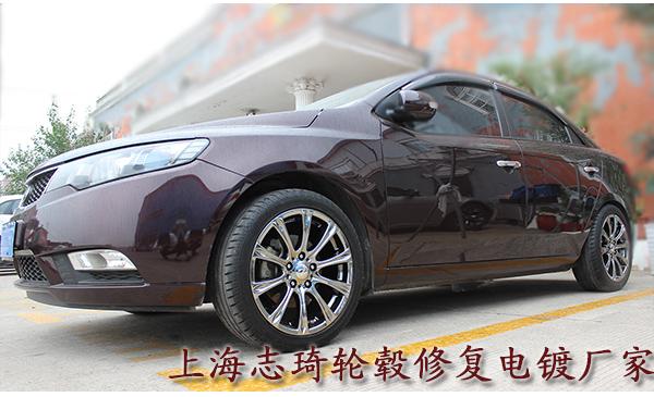 起亚棕色车身轮毂改电镀黑 个性而不失沉稳