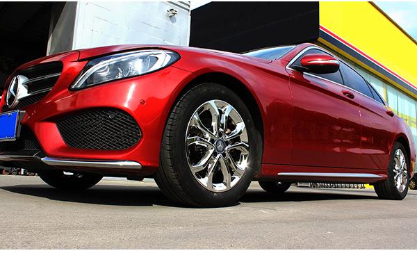 红色奔驰c200l拉丝轮毂改电镀白