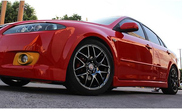 马自达红色车身轮毂改电镀钨钢黑_志琦轮毂电镀